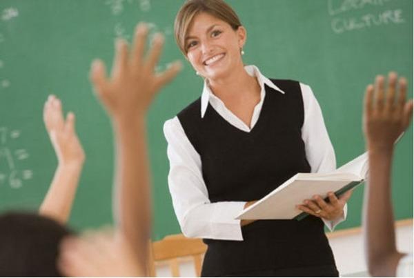 Учитель и дети.